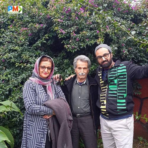 کاوه خداشناس در کنار پدر و مادرش