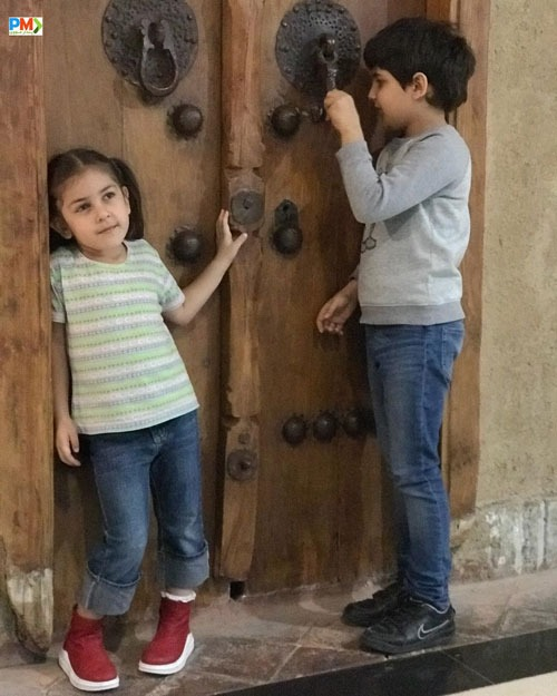 دختر آرش مجیدی به همراه خواهرزاده اش