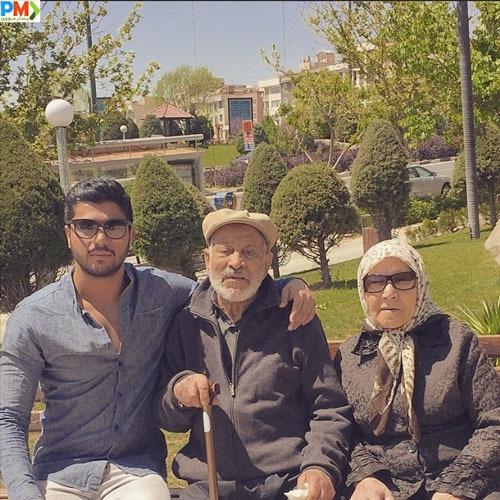 سینا مهراد با پدربزرگ و مادربزرگش