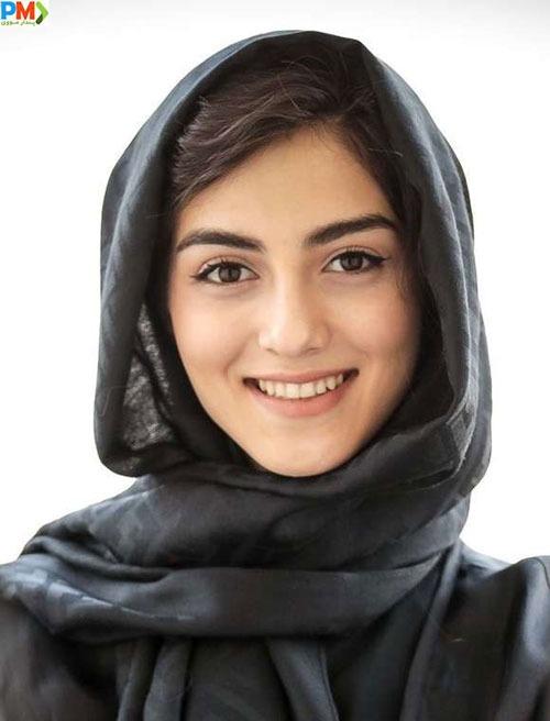 بیوگرافی پردیس پورعابدینی بازیگر نقش راضیه (مانلی) در سریال آقازاده + همسر و اینستاگرام