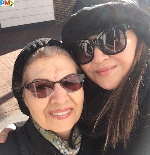 عکس نیکی کریمی به همراه مادرش