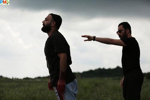 صابر ابر و نوید محمدزاده در سریال قورباغه