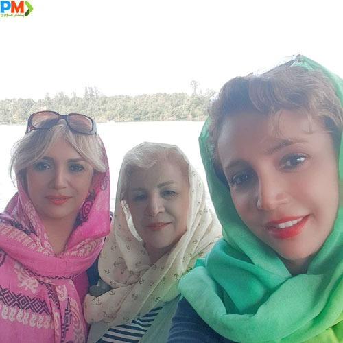 شبنم قلی خانی به همراه مادر و خواهرش