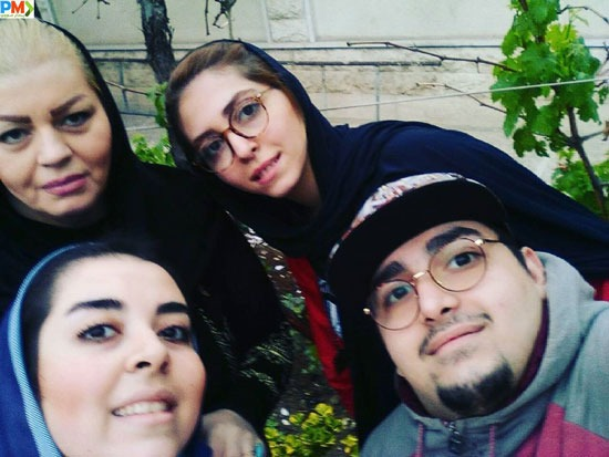 مهناز کرباسچیان به همراه برادر و خواهر و مادرش