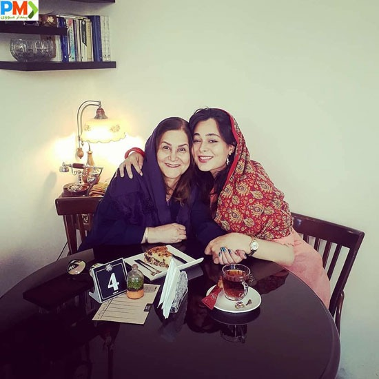 سانیا سالاری و مادرش