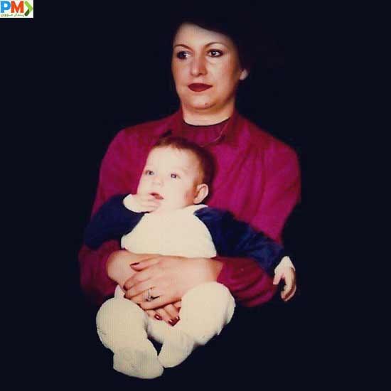 عکس کودکی باربد بابایی با مادرش