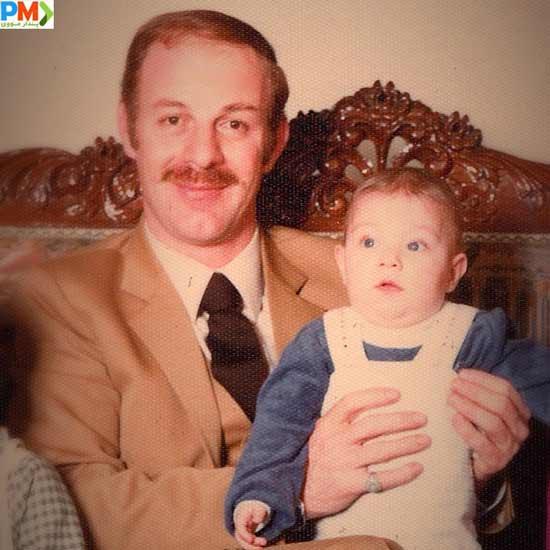 عکس کودکی باربد بابایی به همراه پدرش